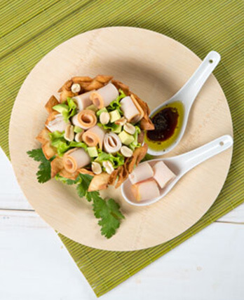 Ensalada de jamón de pavo en cesta