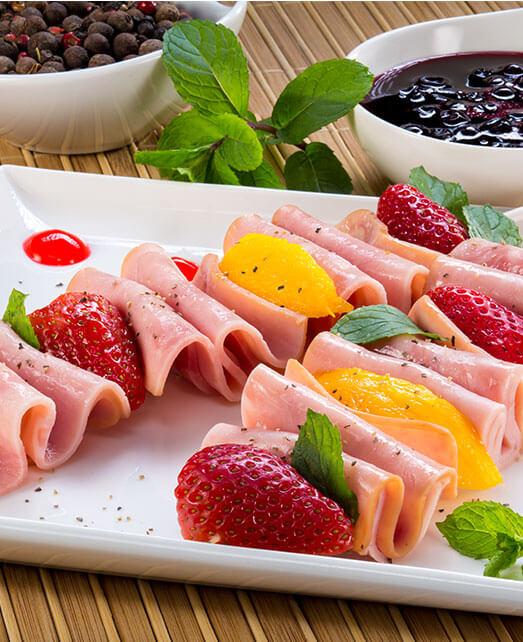 Bruschetta de frutas con Salchicha de Pechuga