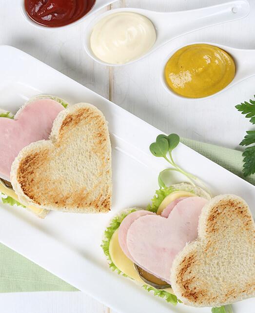 Corazones de pan con jamón Pietrán