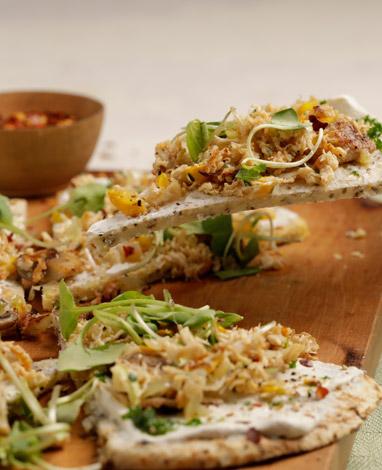 Receta de pizza vegetariana de arepa con desmechado