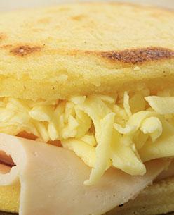 arepa rellena de jamón y queso pietran